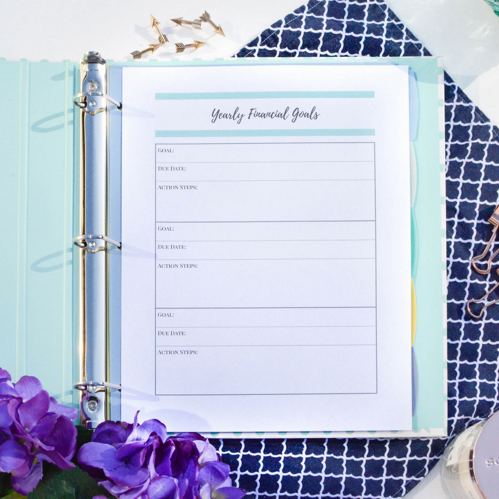 Looking for ways to organize your finances for 2017? This printable budget planner will more than fit the bill with 13 printables just for you! Pop on over and grab yours!