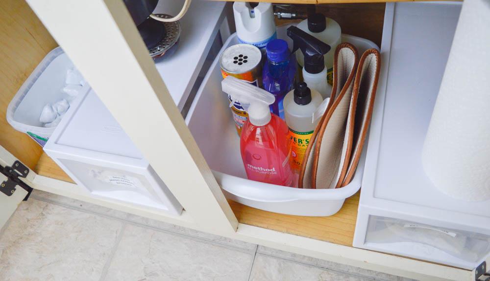 organizing under the kitchen sink | kitchen organization | organized kitchen