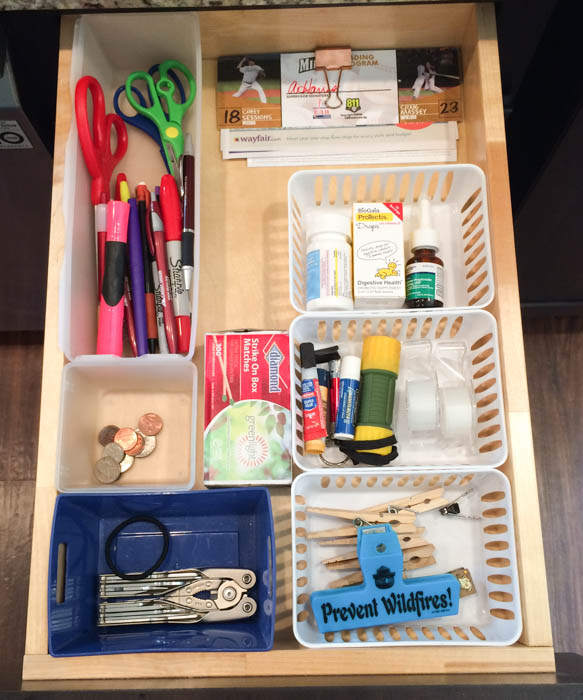 Organization Ideas For Junk Drawers: Minimal Junk Drawer Organization
